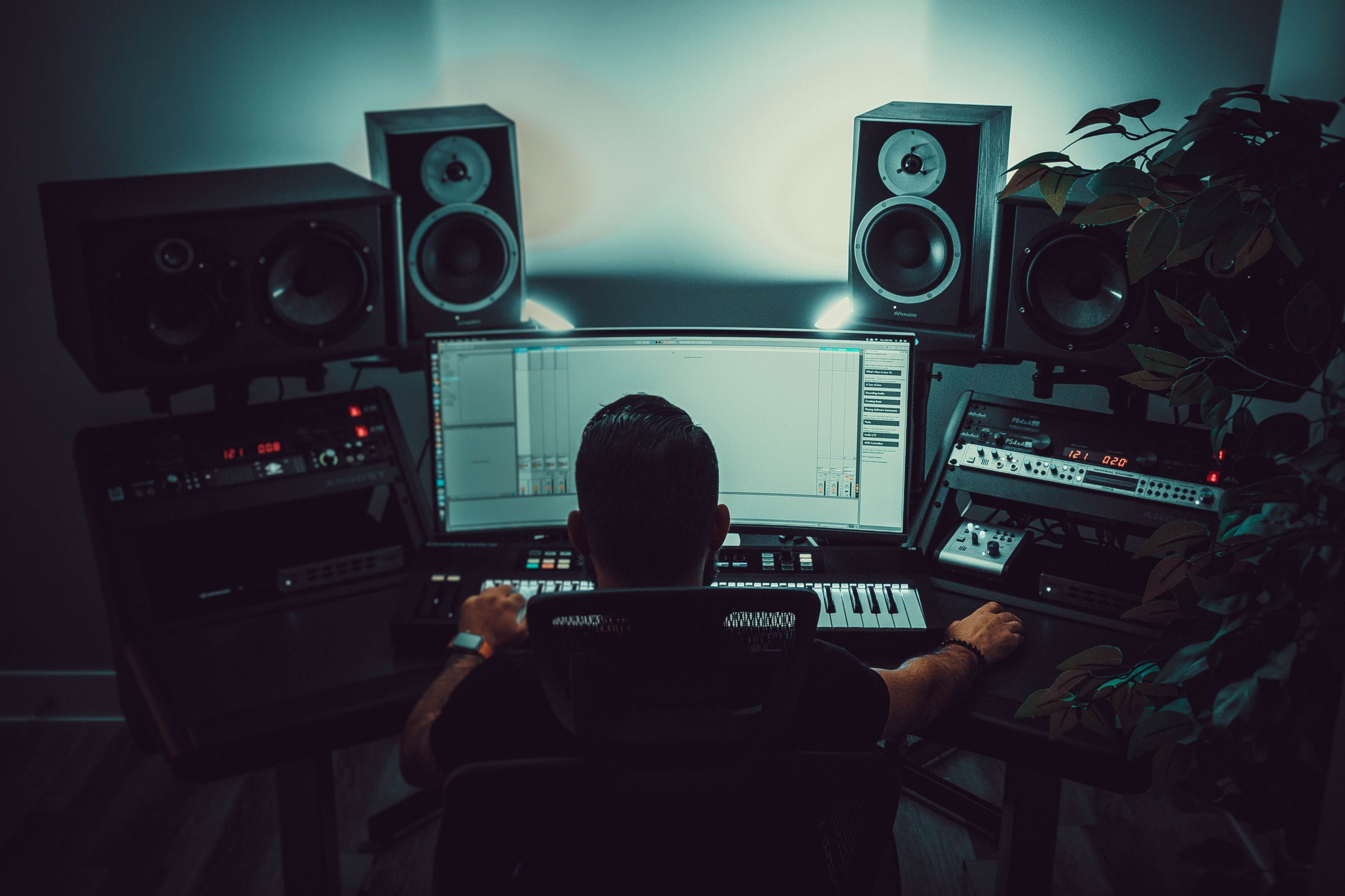 Live Sessions vs Pre-Recorded: Which Way To Go?
